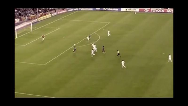 Первый гол Месси за Барселону