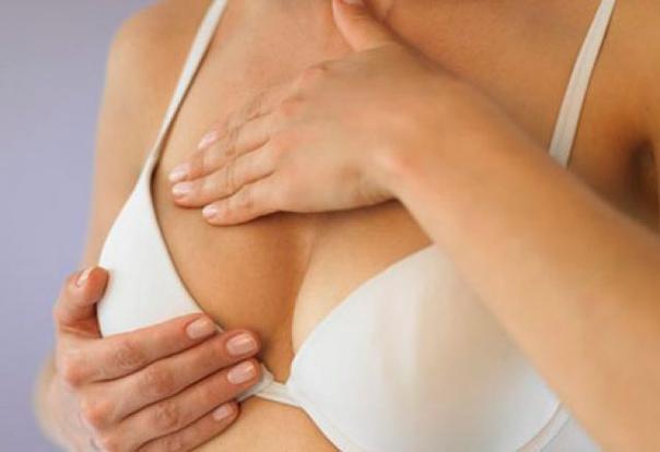 Тяжесть и дискомфорт в груди. Чего стоит опасаться женщинам?