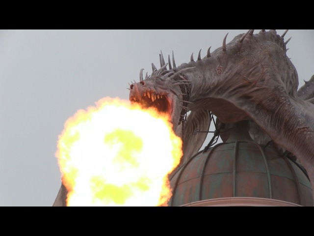 Fire breathing dragon atop Gringotts stuns crowd inside Diagon Alley at Universal