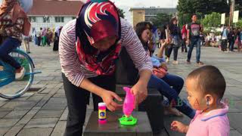 Main Bubble Ballon Di Kota Tua 🎈 Beli Mainan Anak Gelembung Balon Di Abang Penjual Mainan
