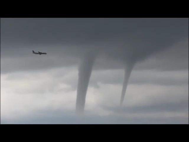 Посадка самолета во время урагана