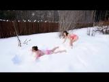 Уральские красотки присоединились к флешмобу, прыгнув в сугроб