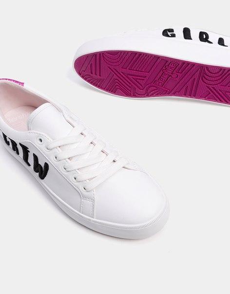Кроссовки со шнурками с надписями