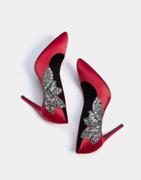 Туфли из атласа с каблуком-шпилькой и декоративными деталями