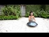 Музыка на необычном инструменте (6 sec)