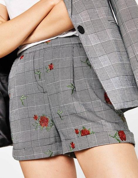 Шорты с цветочной вышивкой