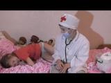 Дети играют в доктора - Новое пальтишко зимой, лечим бронхит