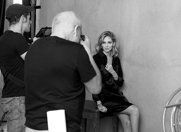 Одна из самых популярных и известных fashion-блогеров мира, автор проекта The Blonde Salad и обувной дизайнер Кьяра Ферраньи продолжает опровергать стереотип о том, что беременность может стать помехой в работе.