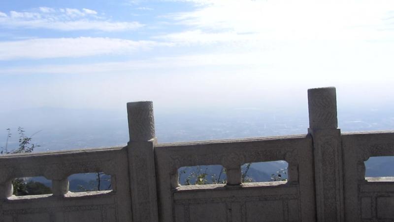 пик Тайшань стелла древних иероглифов