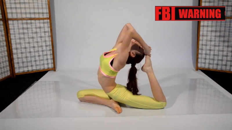 Super Flexible Skinny Girl Does Sexy Yoga Exercises