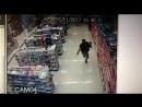 Полицейский застрелил грабителей в аптеке в Бразилии