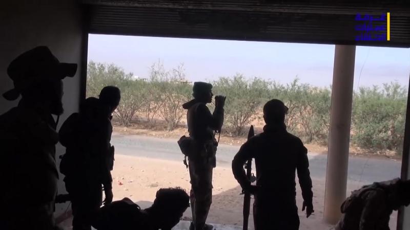 Сирийская Армия и союзников на южной окраине города АльБу-Кмаль, пригорода Дейр-эль-Цур