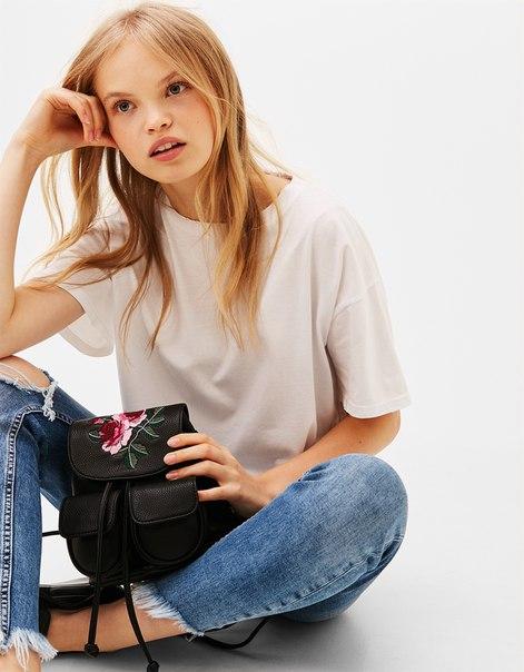Мини-рюкзак с вышитым цветком