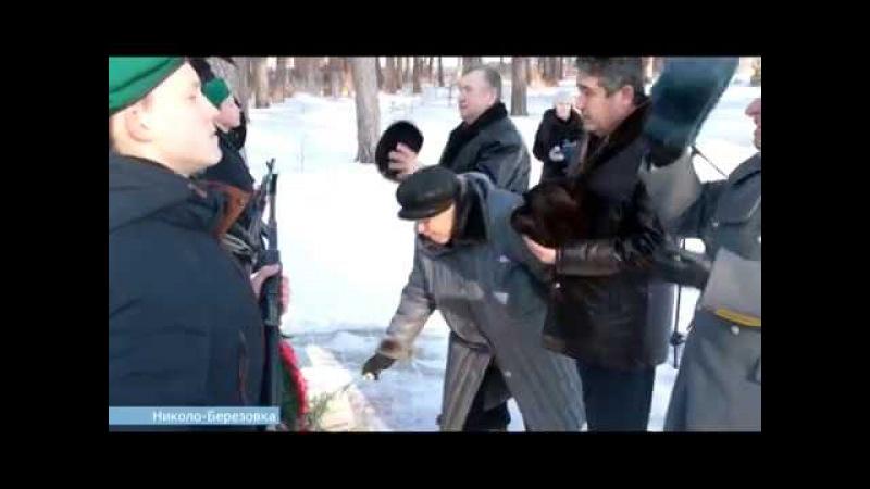 День за днем. Воины-интернационалисты возложили венки к памятнику БТР