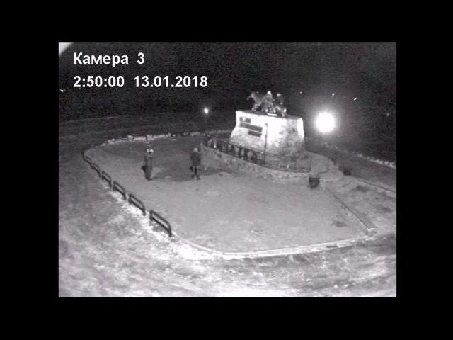 На Камчатке вандалы обломали уши медведице на монументе «Здесь начинается Росс ...