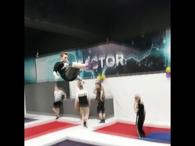 "Савелий Игумнов on Instagram: ""Чё по сальтухам в живот?! дурак паркурнабатуте tramp trampoline @kotrik28 @lunin_pavel_vladimirovich @mironov1..."