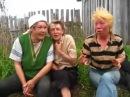 Угарные пьяные бабы весело поют в деревне