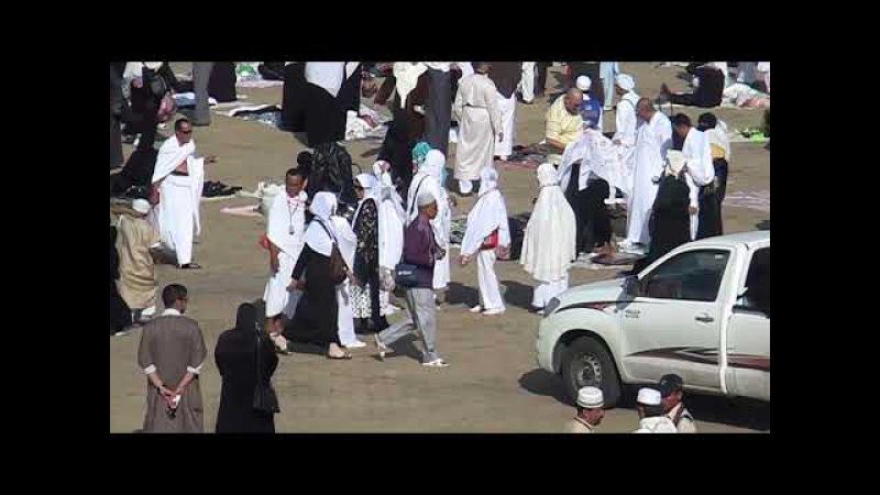 Jabal Rahmah Bukit Kasih Sayang di Padang Arafah Arab Saudi