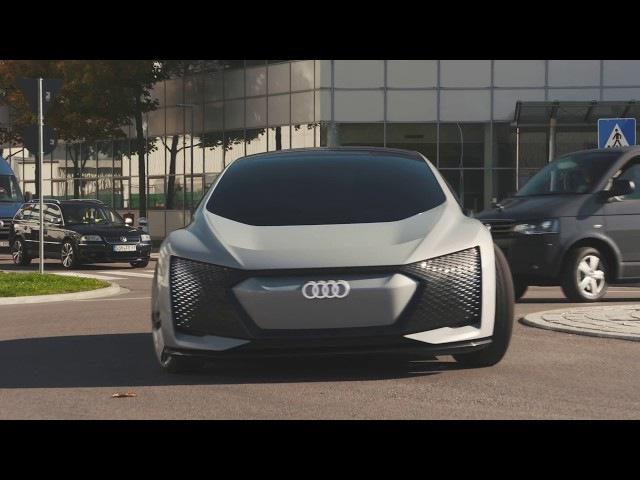 Audi Aicon fährt autonom durchs Werk