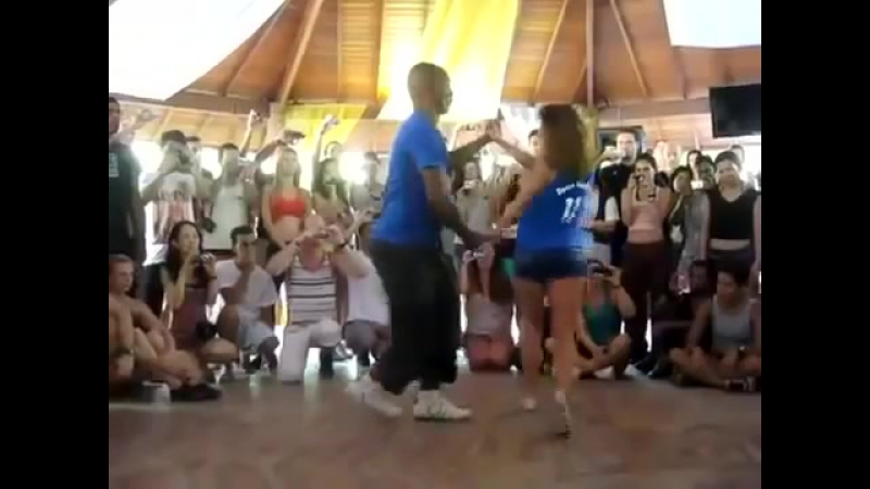 Красиво танцует Бачата (3)