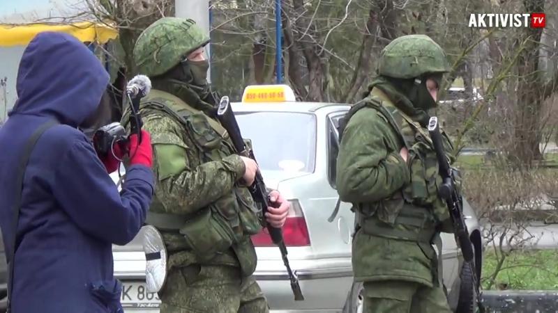 Аэропортъ Симферополь захваченъ неизвѣстными вѣжливыми вооруженными людьми. 15 (28) февраля 2014