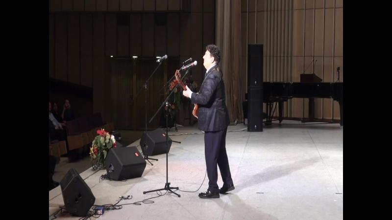 Игорь Саруханов игравший в ансамблях «Синяя птица», «Круг», «Цветы» поздравил всех своими песнями