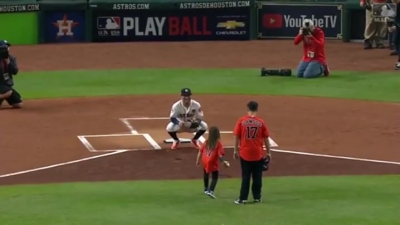 Hailey Dawson, a young girl with a prosthetic arm, got to throw out the first pitch at Game 4 of the World Series.