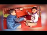 Странная игра у детей