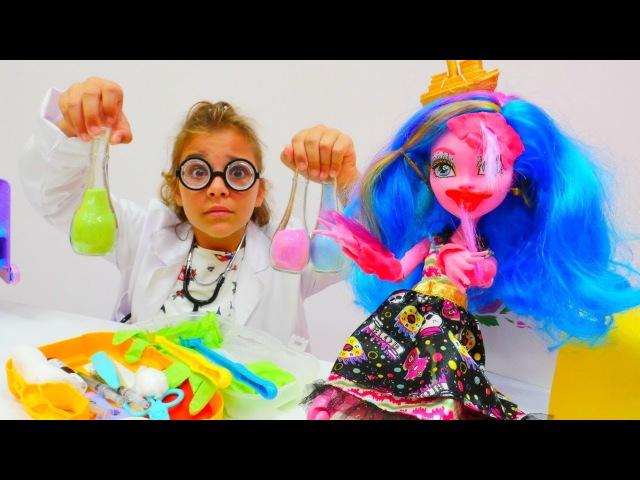 Çılgın Doktor Sema Gooliope Jellington'ı tedavi ediyor MonsterHigh oyuncakları ve kızoyunları