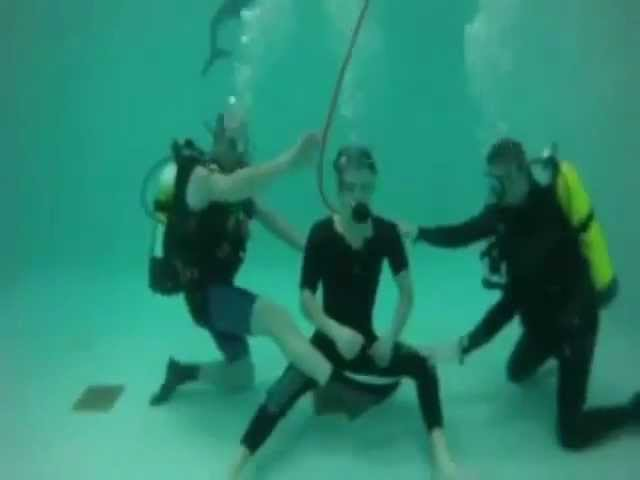Nina Dobrev, Zach Roerig and Paul Wesley (training) on the set under water 3x22 (photos and VIDEO)