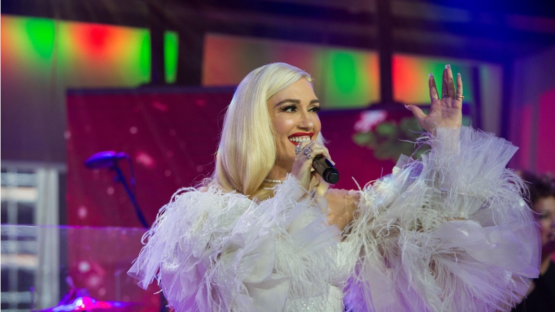 Gwen Stefani - 'When I Was a Little Girl' Live on TODAY