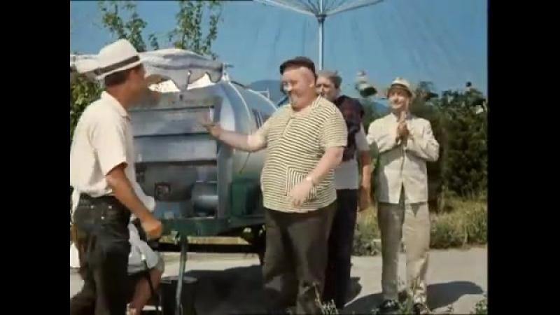 Никулин,Вицын и Моргунов пьют пиво