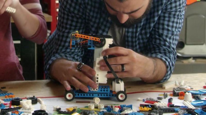 DIY LEGO Robot Artist – BOOST BOTS