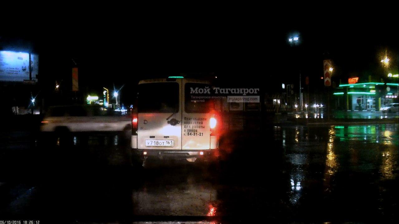 В Таганроге водитель такси «Курьер» чуть не сбил девочку на пешеходном переходе. ВИДЕО