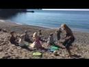 Жмурки-салочки на пляже! Так тепло 🙂