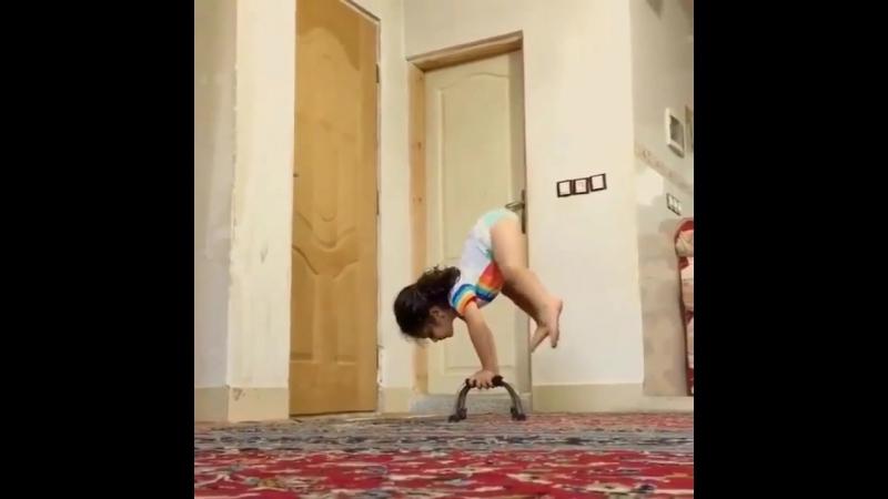 Такая маленькая, а уже гимнастка