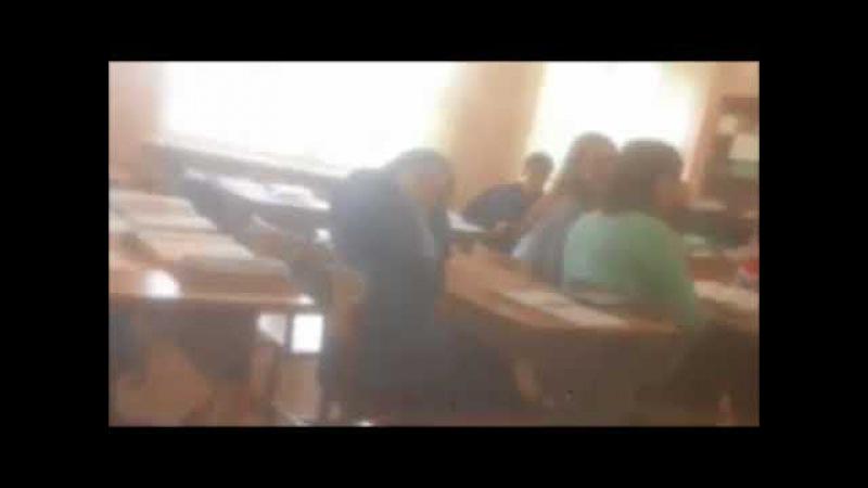 Учитель запугивает старшеклассников, вступивших в группу против повышения цен на проезд в Дзержинске