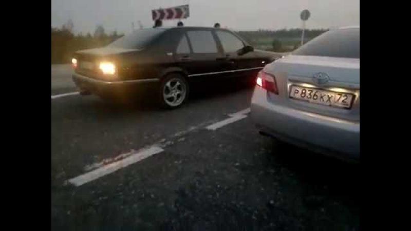 Mercedes-Bens S600 V12 против Toyota Camry 3.5 V6