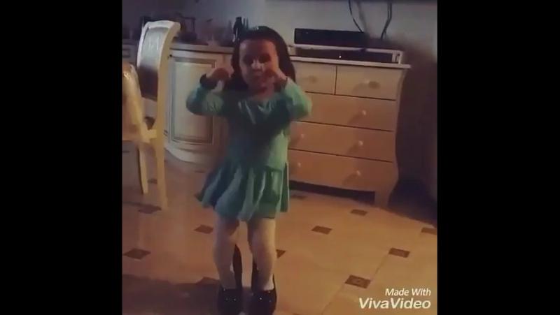 Цыганка танцует прекрасно
