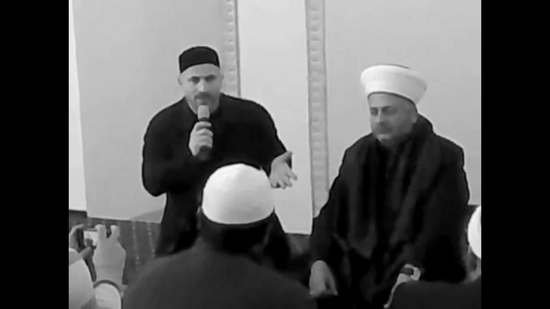 Шейх Айнуддин переводит урок учёного шейха Набиля Аш Шарифа.mp4