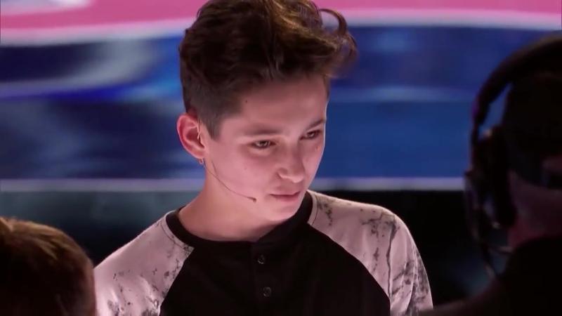 15 летний парень поразил своим крутым карточным фокусом
