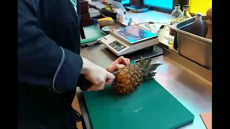Как резать ананас?