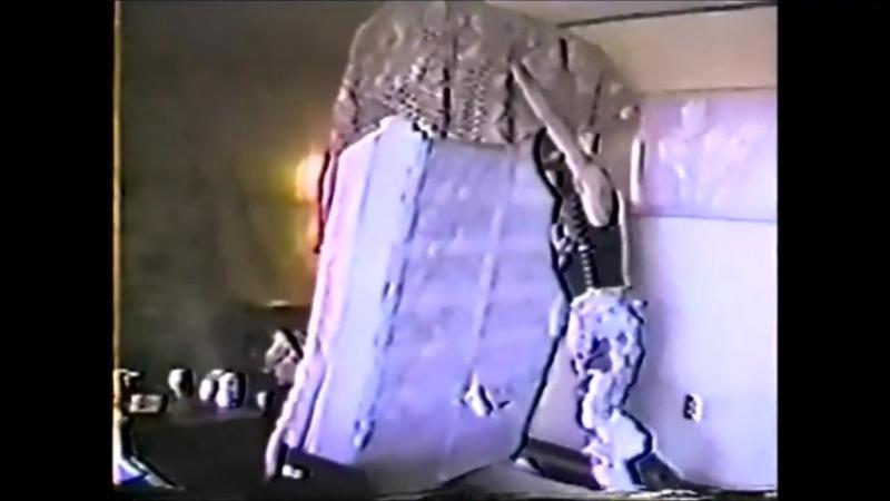 Wattie Buchan (Exploited) destroy hotel room/ Уотти Бьюкен ебашит номер отеля