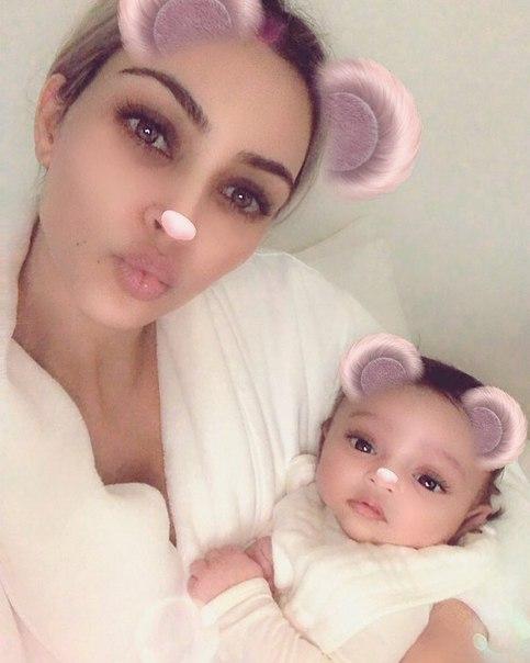 Новорожденная дочь Ким Кардашьян дебютировала в Instagram