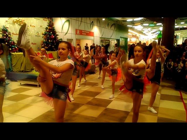 Я живу в Тольятти - Выступление в АКВАРЕЛЕ ТЦ Ашан от 17 декабря 2017