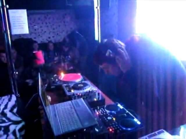 [2010-02-19] Benji - ДВИЖУХА @ EL Bar Part 1