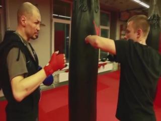 Николай Талалакин разбирает боковые удары на канале