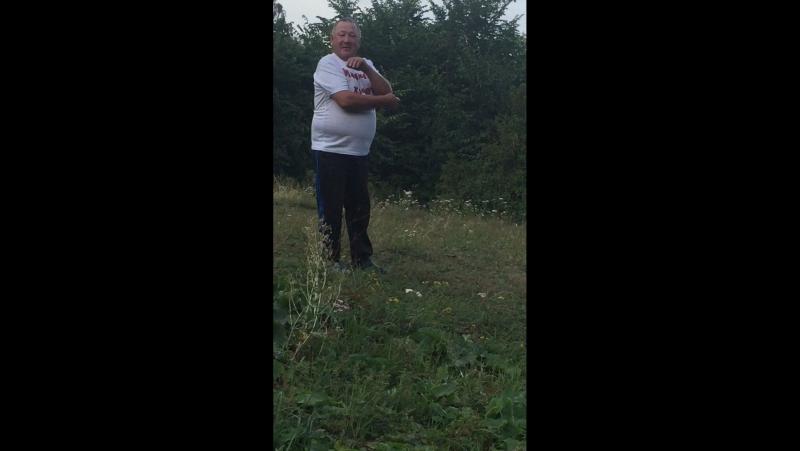 Гаяз езней поёт на природе