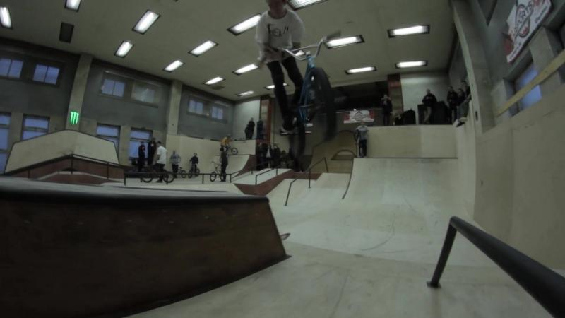 Семён Демьянов дикий парнишка в скейт-парке Смена