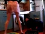 Девушка соблазняет сантехника  Скрытая камера